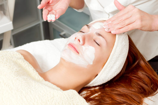 Facial first timers what you need to know the pretty pimple how do i find a place to get a facial estheticians will either work out of a dermatology office skincare studio or spa typically a studio will just have solutioingenieria Choice Image